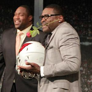 Michael Irvin and 'NFL GameDay' crew hand out 2014 playoff roses