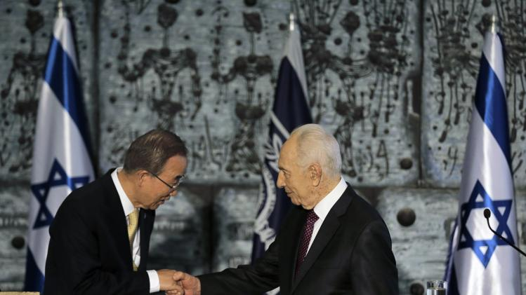 Israel's President Shimon Peres shakes hands with U.N. Secretary General Ban Ki-moon in Jerusalem