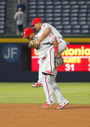 Phillies score 5 in 13th inning, beat Braves 6-1
