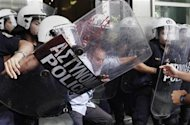 <p>An employee of the Finance Ministry scuffles with riot police at the ministry's entrance in Athens during a protest against the government's austerity measures September 27, 2011. REUTERS/John Kolesidis</p>