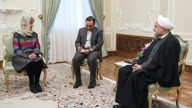 ABD02. Tehran (Iran (islamic Republic Of)), 25/01/2015.- A handout picture made available by the presidential official website shows Iranian President Hassan Rowhani (R) talks with Croatian Foreign Minister Vesna Pusic (L) at the presidential office in Tehran, Iran 25 January, 2015. Pusic is on the last day of a two day official visit to Iran where she met with with her host, Foreign Minister Mohammad Javad Zarif, and President Hassan Rouhani. (Croacia, Teherán) EFE/EPA/PRESIDENTIAL OFFICIAL WEBSITE / HANDOUT HANDOUT EDITORIAL USE ONLY/NO SALES
