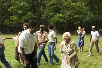 Denzel Washington and Ruby Dee in Universal Pictures' American Gangster