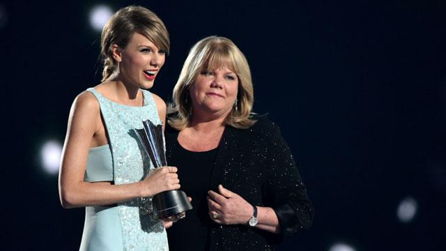 Even Taylor Swift's Mom Thinks She's Singing 'Starbucks Lovers' in 'Blank Space'