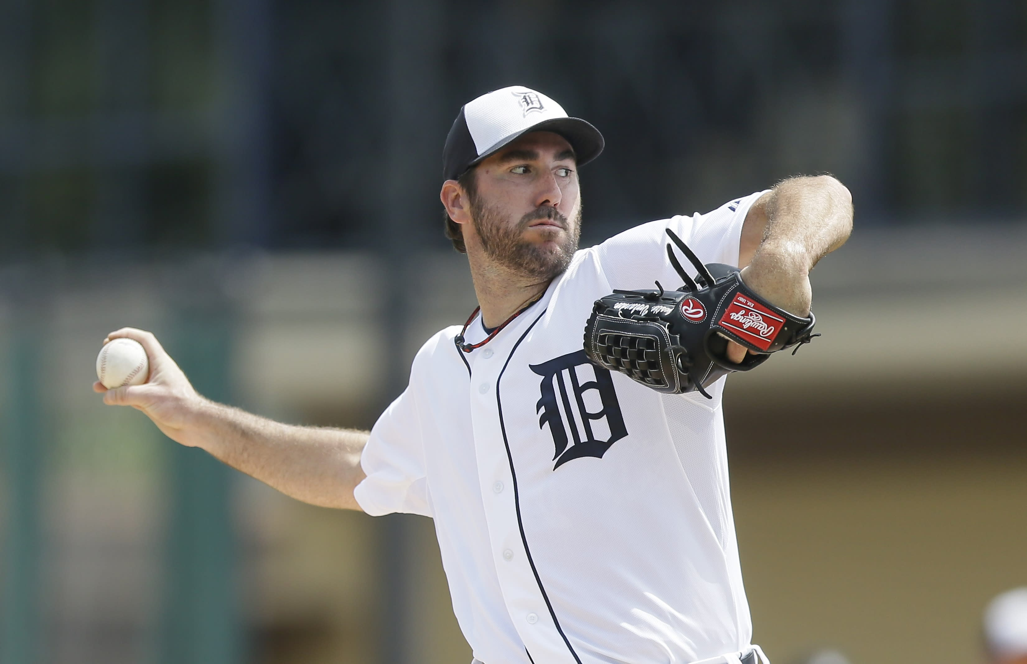 Verlander leaves with triceps cramping in Tigers' loss