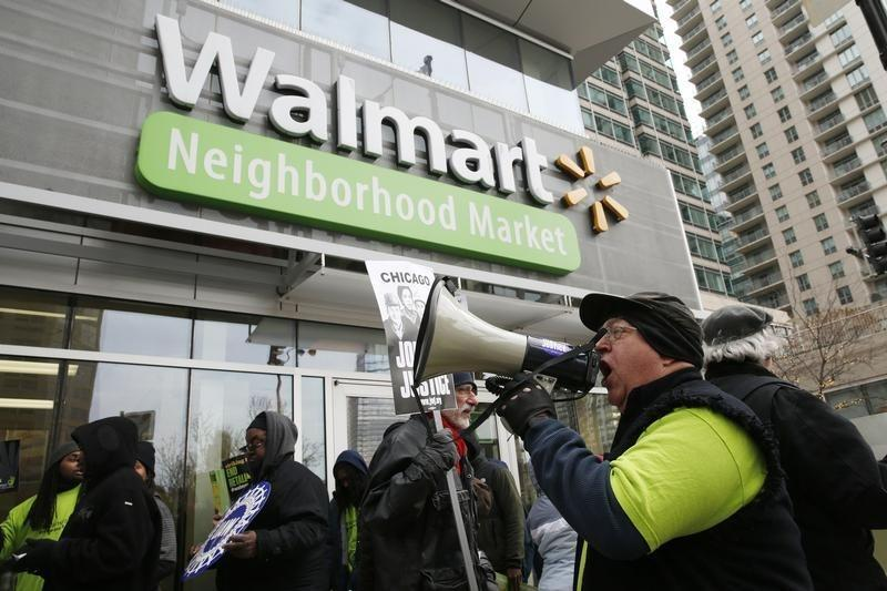 Wal-Mart to raise wages for 100,000 U.S. workers in some departments