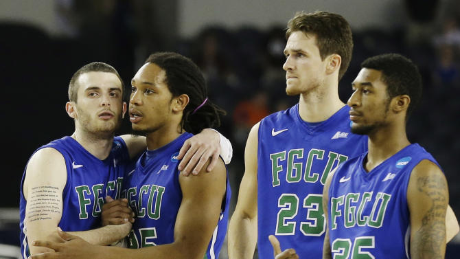 From left, Florida Gulf Coast's Brett Comer, Sherwood Brown, Eddie Murray and Dajuan Graf react during the final minutes of a regional semifinal game against Florida in the NCAA college basketball tournament, Saturday, March 30, 2013, in Arlington, Texas (AP Photo/Tony Gutierrez)