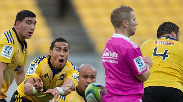Hurricanes' TJ Parenara (L) makes a pass straight into refuree Angus Gardiner during their Super 15 rugby union match against the Cheetahs, at Westpac Stadium in Wellington, on March 15, 2014