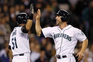 Ryan's single in 8th lifts Mariners over A's 3-2