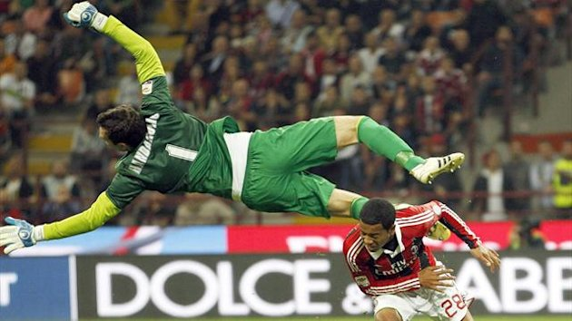 Inter Milan's goalkeeper Samir Handanovic (L) makes a save against AC Milan's Urby Emanuelson during their Italian Serie A match at San Siro stadium in Milan October 7, 2012 (Reuters)