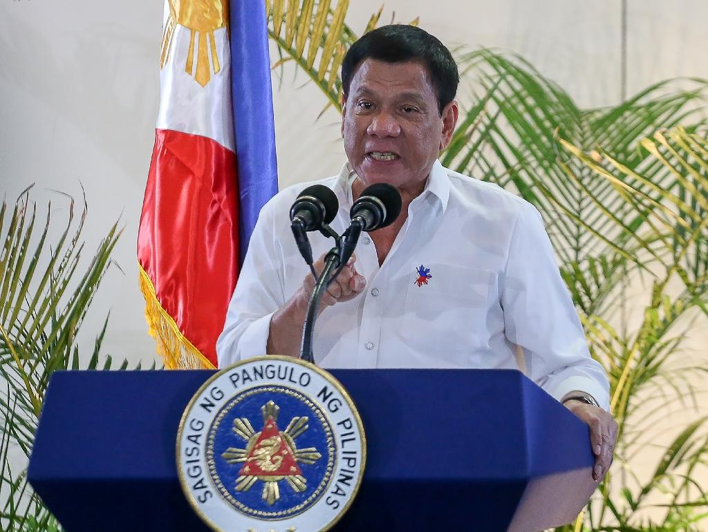 Confusion after Philippines' Duterte threatens martial law