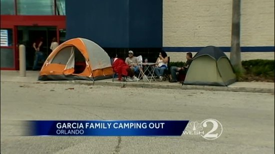 Family camps outside Orlando Best Buy ahead of Black Friday