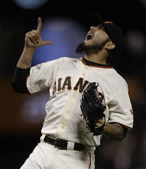 Giants score twice in 8th to beat Padres