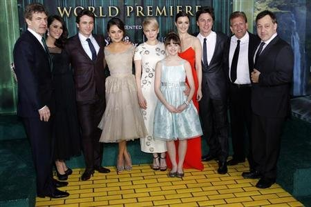 (From L-R) Walt Disney Studios Chairman Alan Horn, actress Abigail Spencer, actor James Franco, actresses Mila Kunis, Michelle Williams, Joey King, Rachel Weisz, actor Zach Braff, producer Joe Roth and director Sam Raimi pose for a picture at the premiere of the Disney movie &quot;Oz the Great and Powerful&quot; at the El Capitan Theatre in Hollywood, California February 13, 2013. REUTERS/Patrick Fallon