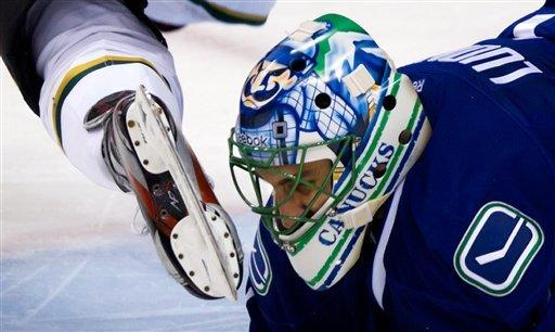 Surging Stars upend Canucks for 5-2 win