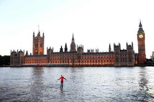 Magician Dynamo 'walks on water' across the River Thames