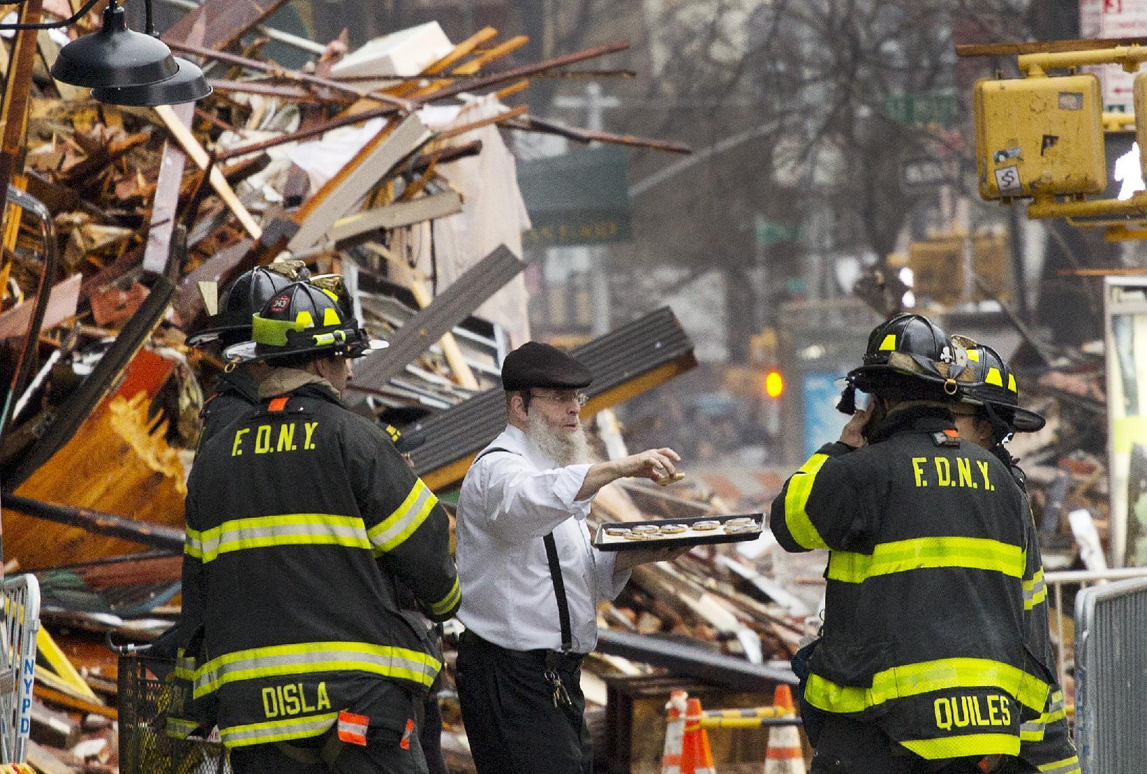 2 people unaccounted for after apparent NYC gas explosion