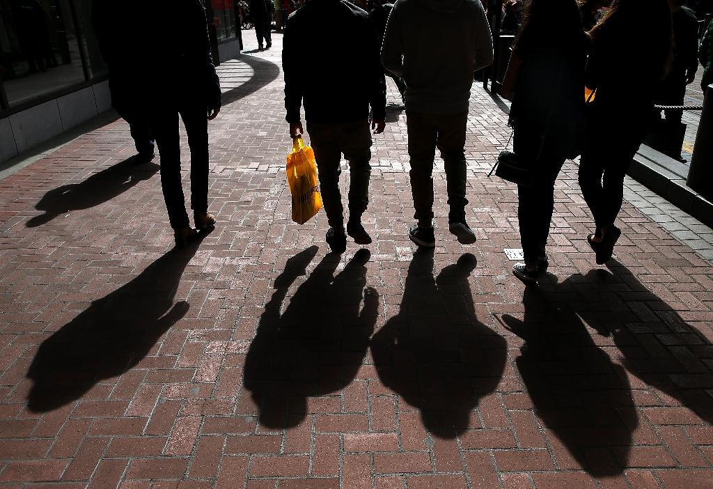 US consumer spending flat in March