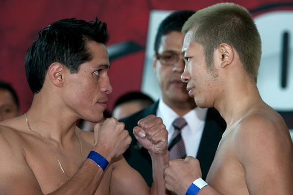 Edgar Sosa and Myung Ho Lee during weight ceremony before saturday combat/Edgar Sosa durante el pesaje previo a la pelea del sabado/26-oct-2012/MEXSPORT/OSWALDO AGUILAR.