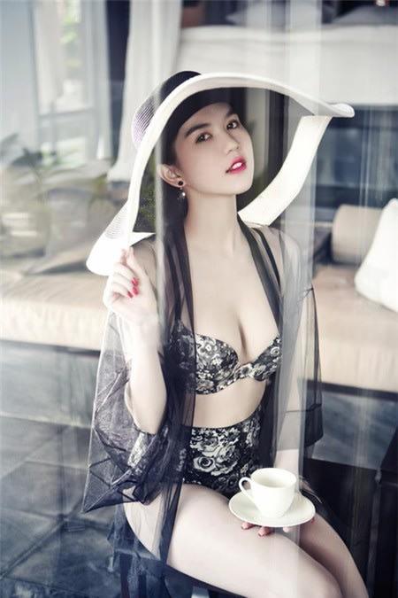 Bộ ảnh bán nude Ngọc Trinh 2013