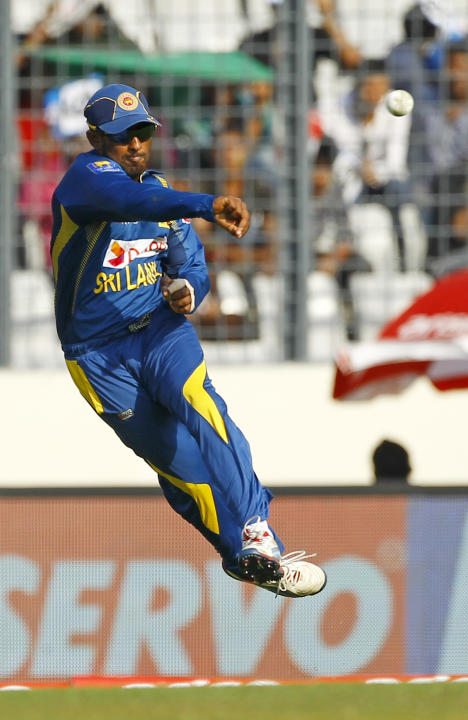 Sri Lanka's Chaturanga de Silva throws the ball as he fields against Pakistan during their Asia Cup final cricket match in Dhaka, Bangladesh, Saturday, March 8, 2014. (AP Photo/A.M. Ahad)
