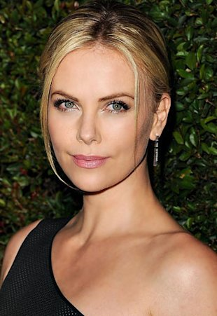 - Charlize-Theron-s-Hair-and-Makeup-Secrets_articleimage