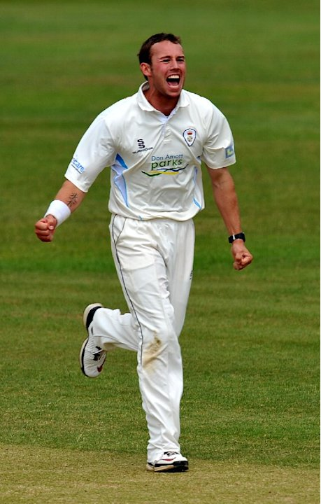 Tony Palladino claimed seven for 53 to leave Derbyshire as strong favourites against Kent