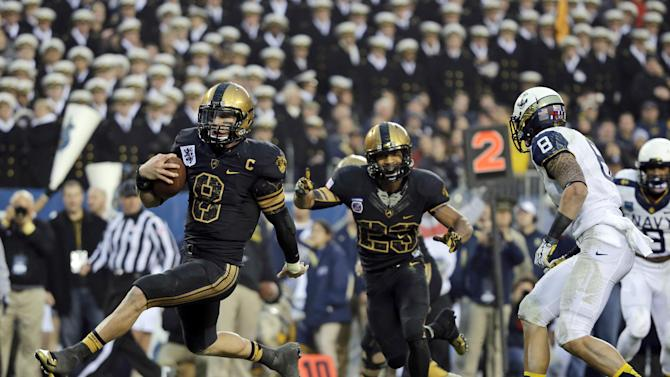 Army's Trent Steelman, left, runs into the end zone for a touchdown past Navy's Wave Ryder, right, as Malcolm Brown, center, celebrates during the first half of an NCAA college football game, Saturday, Dec. 8, 2012, in Philadelphia. (AP Photo/Matt Slocum)
