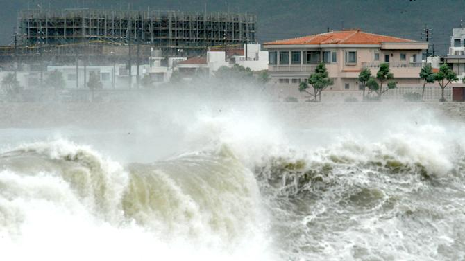 High waves pound the shore in Yonabarucho, Okinawa Prefecture, southern Japan, Sunday morning, Aug. 26, 2012. The strongest typhoon to hit Okinawa in several years lashed the island and surrounding areas Sunday, injuring several people and cutting off power to about 30,000 households. (AP Photo/Ryukyu Shimpo, Futoshi Hanashiro) JAPAN OUT, NO SALES, MANDATORY CREDIT