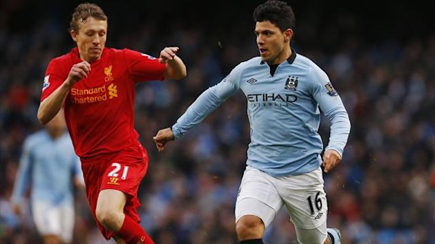 Manchester City&#39;s Sergio Aguero (R) challenges Liverpool&#39;s Lucas Leiva during their English Premier League