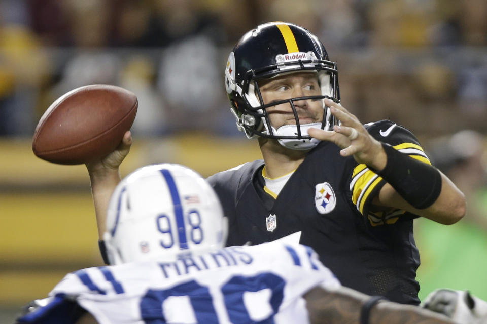 Pittsburgh Steelers quarterback Ben Roethlisberger, right, throws under pressure by Indianapolis Colts defensive end Robert Mathis (98) in the first quarter NFL preseason football game in Pittsburgh, Sunday, Aug. 19, 2012. (AP Photo/Mark Duncan)