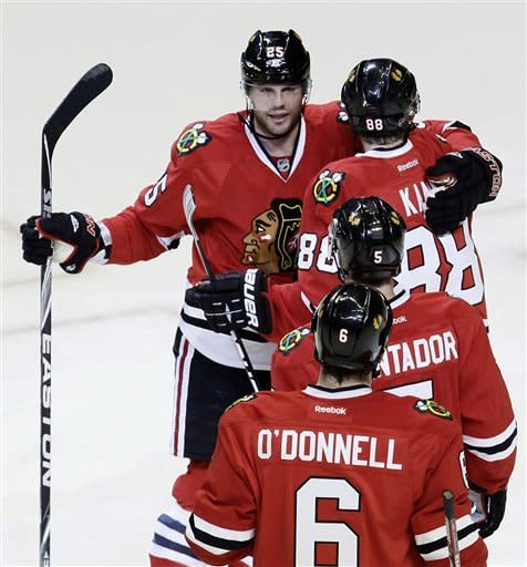 Stalberg's hat trick lifts Blackhawks over Jackets