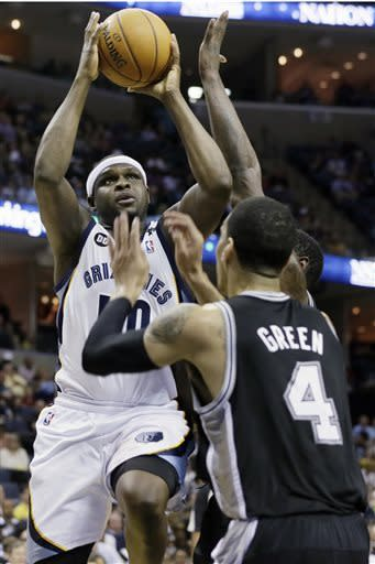 Conley's bucket lifts Grizzlies over Spurs 92-90