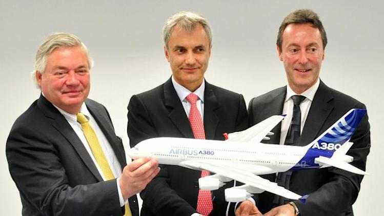 Fabrice Bregier (R), president and CEO of Airbus, John Leahy (L) chief operating officer - customers at Airbus, and Mark Lapidus, CEO of Amedeo, pose for photographs after signing a contract, in Singapore, on February 12, 2014