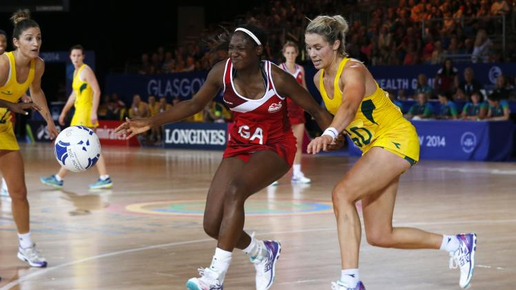 Australia's Corletto challenges England's Corbin during their Netball Preliminary Round at the 2014 Commonwealth Games in Glasgow