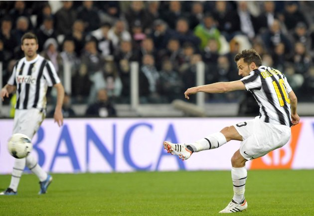 Juventus' Alessandro Del Piero shoots and scores a free kick against Lazio during their Italian Serie A soccer match at Juventus stadium in Turin