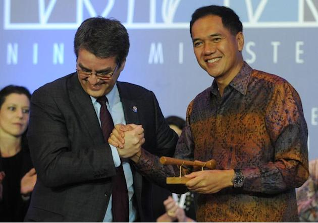Indonesia Trade Minister Gita Wirjawan (right) shakes hands with WTO Director General Roberto Azevedo in Nusa Dua, Bali on December 7, 2013