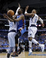 Dallas Mavericks&#39; Brendan Haywood (33) and Shawn Marion (0) defend Oklahoma City Thunder&#39;s Kevin Durant, center, during the first half of Game 3 in the first round of the NBA basketball playoffs Thursday, May 3, 2012, in Dallas. (AP Photo/Tony Gutierrez)