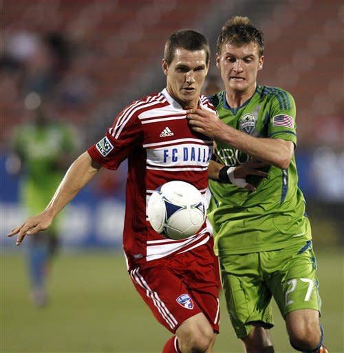 Fredy Montero scores twice for streaking Sounders