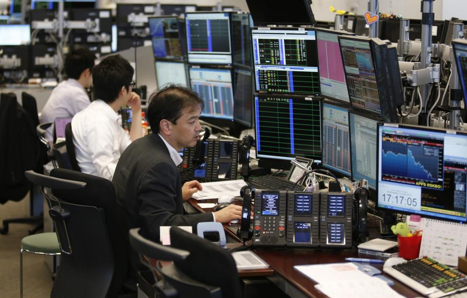 As Japan seeks revival, hedge funds bet on a bust