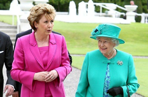 Police held back noisy demonstrators as the Queen took part in a wreath-laying ceremony at the Garden of Remembrance in Dublin
