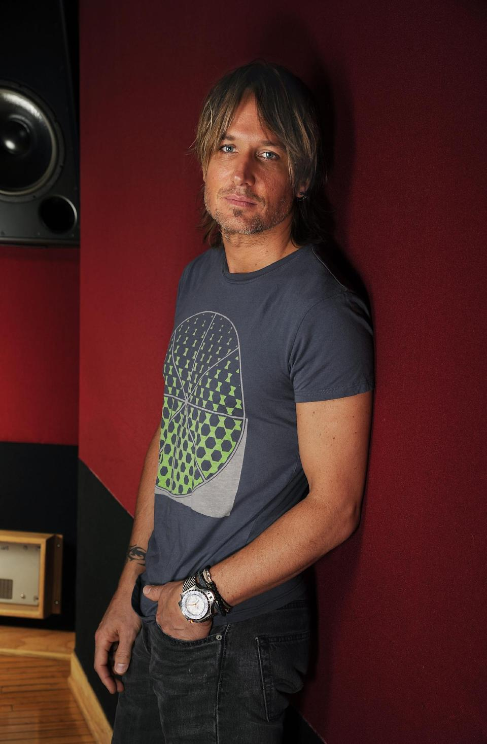 "This Aug. 22, 2013 photo shows Keith Urban posing for a portrait in a studio in Nashville, Tenn. Urban's latest album, ""Fuse,"" was released on Tuesday, Sept. 10. (Photo by Donn Jones/Invision/AP)"