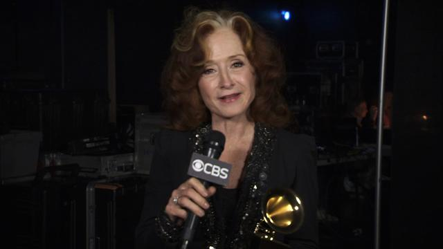 Bonnie Raitt - Backstage Thank You