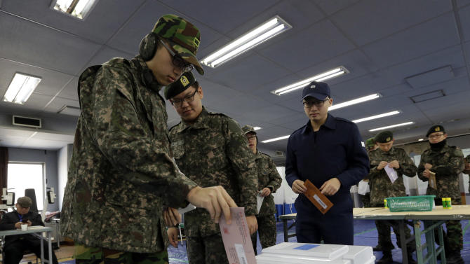 South Korean soldiers cast their absentee votes for the presidential election at a local polling station in Seoul, South Korea, Thursday, Dec. 13, 2012. South Korea's presidential election is scheduled for Dec. 19. (AP Photo/Lee Jin-man)