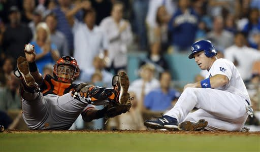 Giants beat Dodgers 4-1 to extend NL West lead