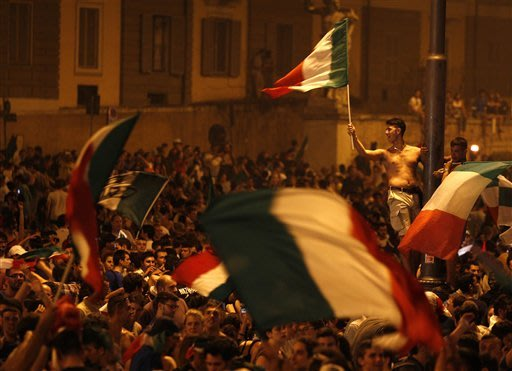 Italy celebrates a magical night against Germany