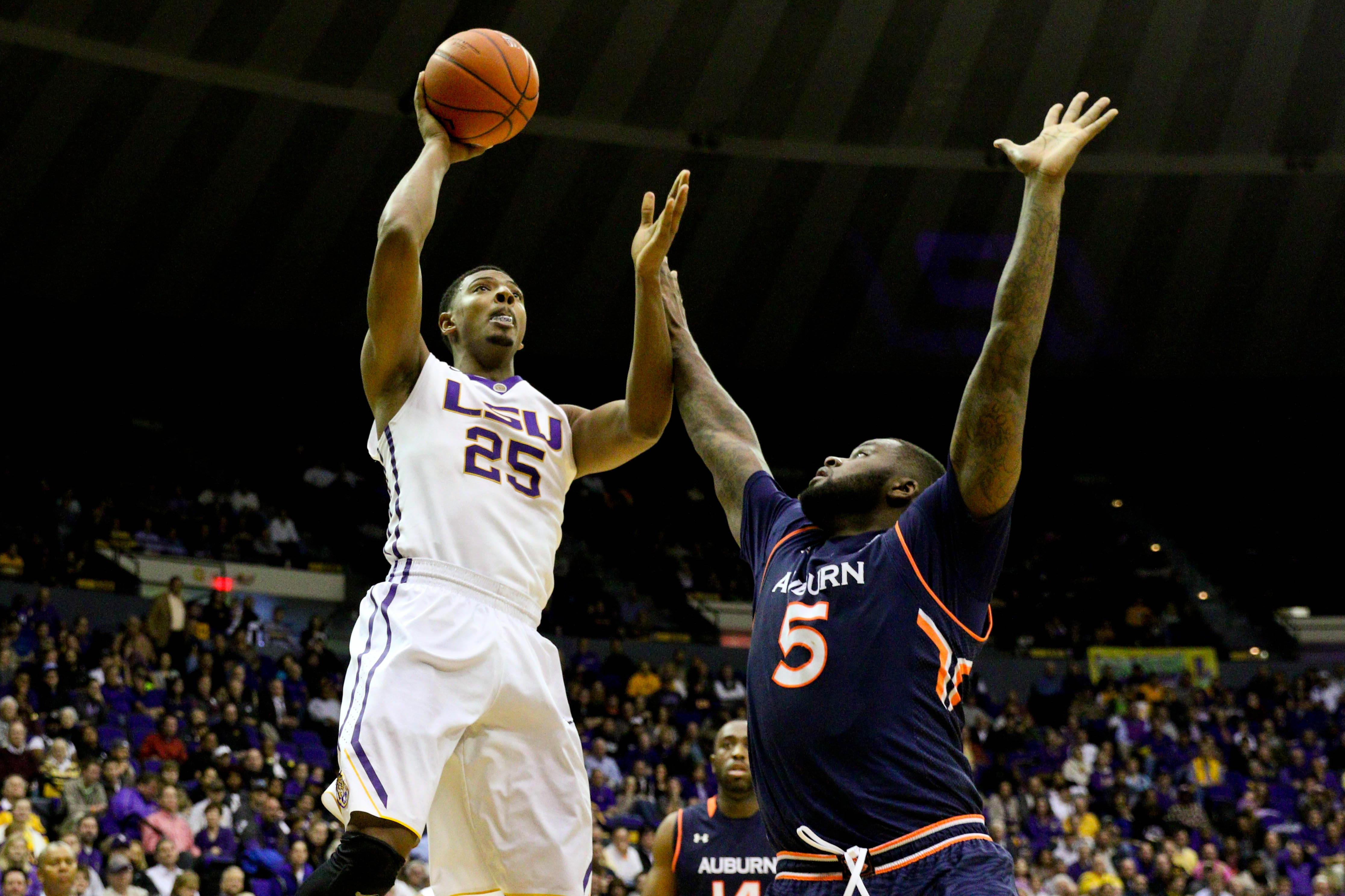 LSU's bright future dims a bit with Jordan Mickey's departure