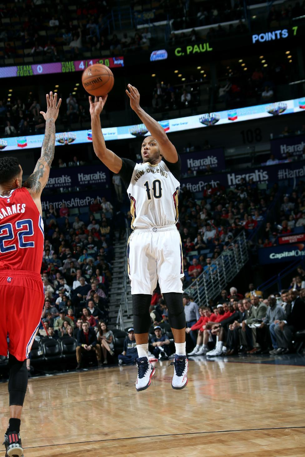 Gordon leads Davis-less Pelicans past Clippers, 108-103