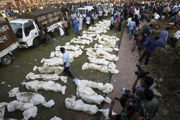 Bangladeshis prepare to bury the bodies of a part of the victims of Saturday's fire in a garment factory in Dhaka, Bangladesh, Tuesday, Nov. 27, 2012. Bangladesh held a day of mourning Tuesday for the 112 people killed in a weekend fire at a garment factory, and labor groups planned more protests to demand better worker safety in an industry notorious for operating in firetraps. (AP Photo/Pavel Rahman)