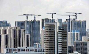 Photo taken August 31, 2010 shows new highrise apartment (background) almost completed in Singapore. (AFP/Roslan Rahman)