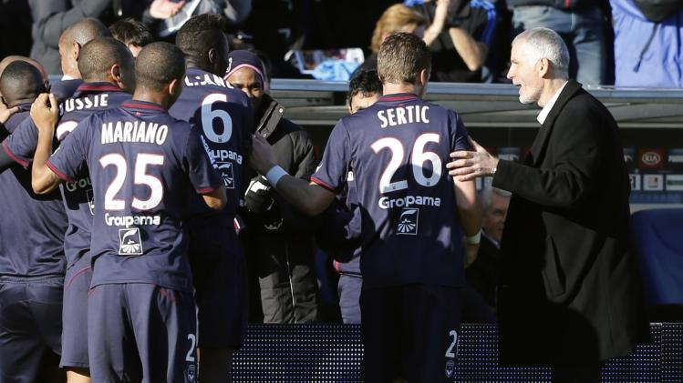 Girondins Bordeaux's coach Gillot celebrates with players after scoring against Lille during their French Ligue 1 soccer match in Bordeaux